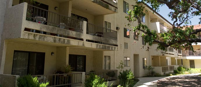 Glenn Oaks Apartments Picture 3