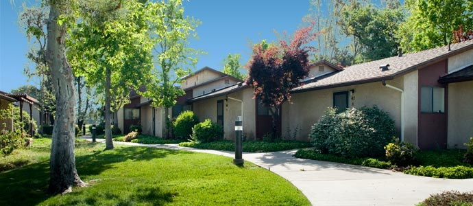 Whispering Oaks Apartments Picture 1